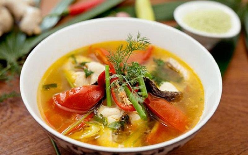 Canh cá diêu hồng nấu ngót có hương thơm dịu nhẹ của hành lá, cần tây và vị ngọt lừ rất ngon miệng