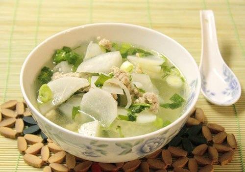 Tăng cường sức đề kháng cho cả nhà với món canh cải trắng hầm xương