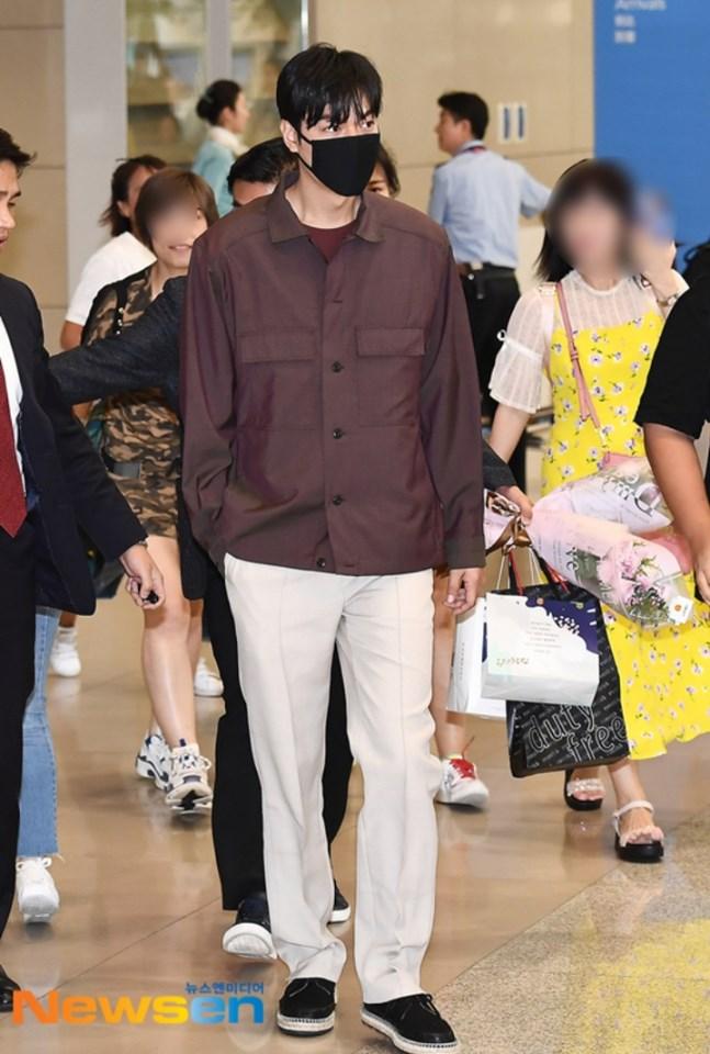 Gu thời trang gây thất vọng của Lee Min Ho hậu xuất ngũ - Ảnh 23