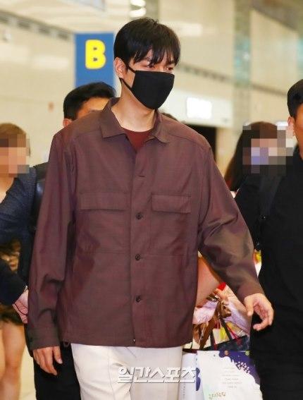 Gu thời trang gây thất vọng của Lee Min Ho hậu xuất ngũ - Ảnh 22