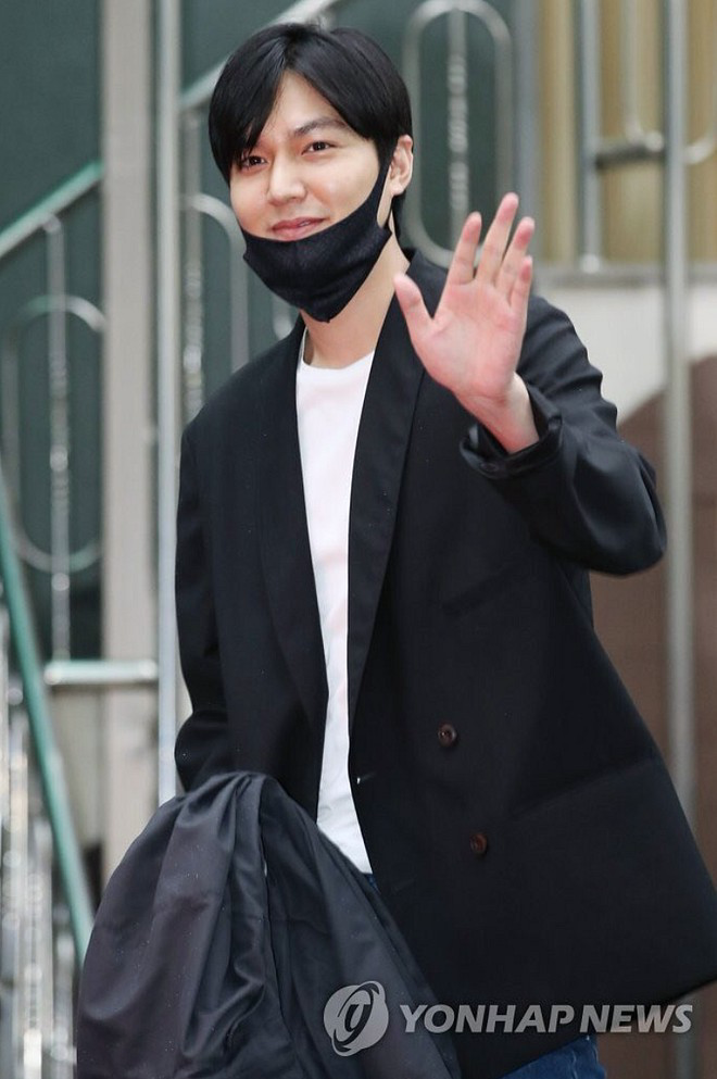 Gu thời trang gây thất vọng của Lee Min Ho hậu xuất ngũ - Ảnh 2