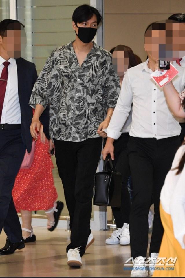 Gu thời trang gây thất vọng của Lee Min Ho hậu xuất ngũ - Ảnh 20