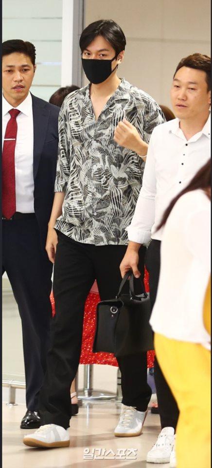 Gu thời trang gây thất vọng của Lee Min Ho hậu xuất ngũ - Ảnh 21
