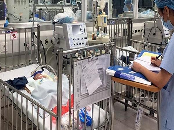 Bé trai có bố mẹ tử vong trong vụ cháy gần viện Nhi thoát nguy kịch - Ảnh 1
