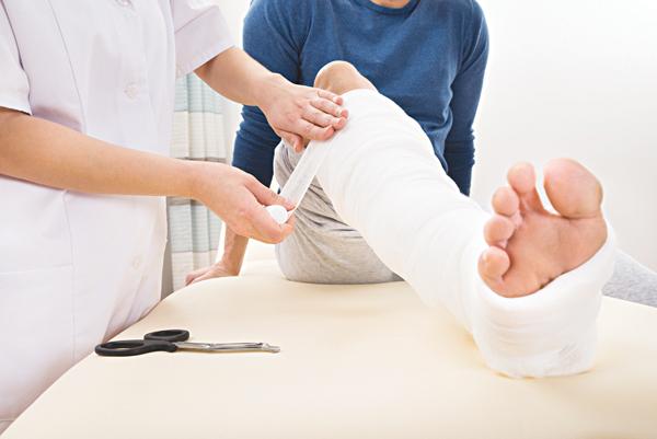 Gãy xương nếu không được điều trị kịp thời có thể dẫn đến các biến chứng nghiêm trọng