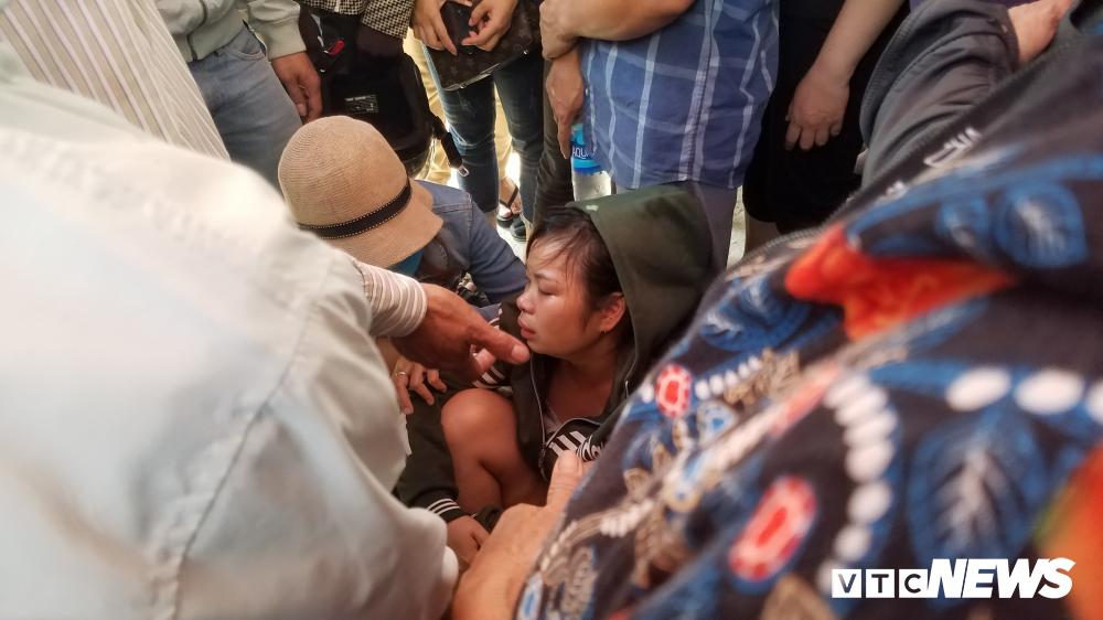 Ám ảnh hiện trường vụ thảm sát ở Bình Dương, người thân khóc ngất trước cảnh tượng đau lòng - Ảnh 2
