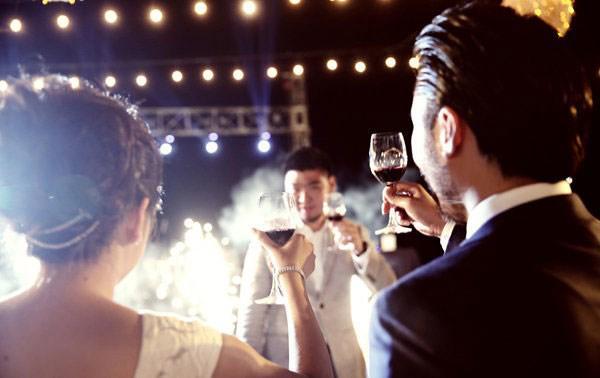 Bên nhau 10 năm không hẹn cưới, anh chàng nhói lòng nhìn bạn gái lên xe hoa với người khác - Ảnh 1
