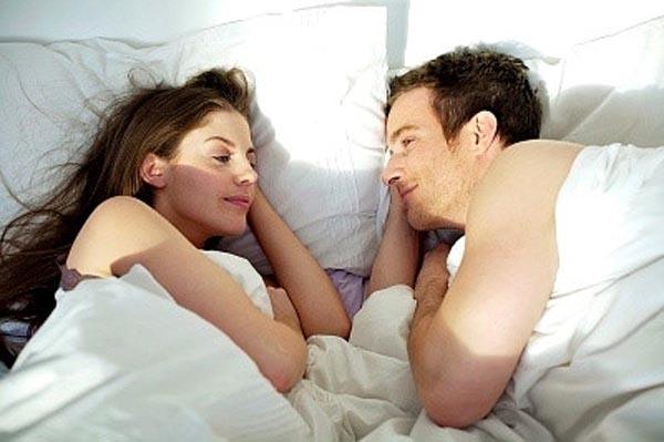 Quan hệ tình dục buổi sáng có những lợi ích bạn không ngờ đến - Ảnh 1