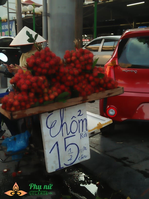 Cú lừa đau đớn khi chị em vội mua chôm chôm 15 ngàn bán đầy vỉa hè Hà Nội - Ảnh 1