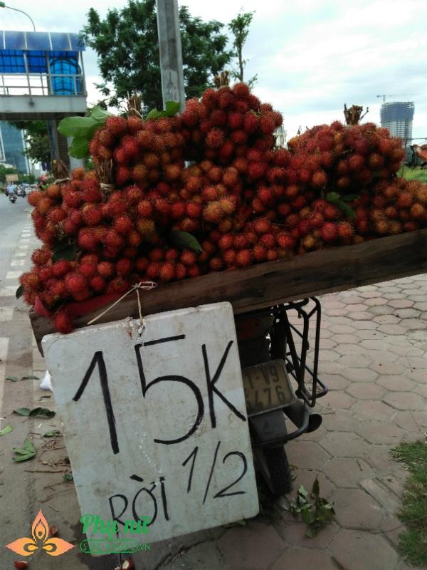 Cú lừa đau đớn khi chị em vội mua chôm chôm 15 ngàn bán đầy vỉa hè Hà Nội - Ảnh 2