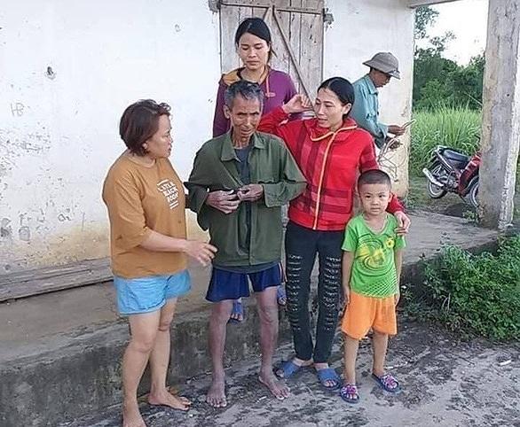 Người đàn ông bị mắc kẹt suốt 5 tiếng dưới giếng hoang ở Nghệ An - Ảnh 2