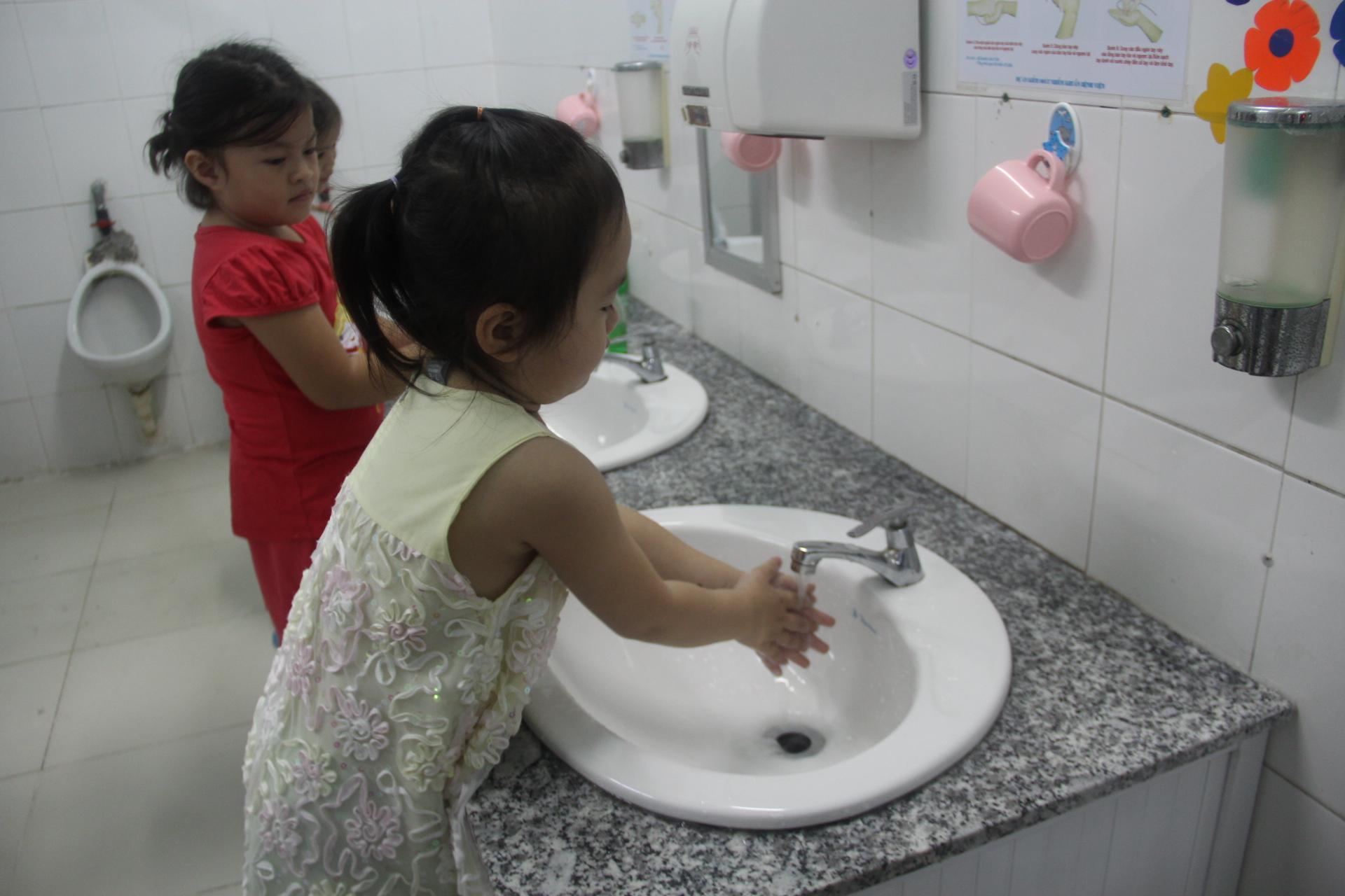 TPHCM: Kiểm tra công tác phòng chống dịch bệnh cho trẻ trong trường học - Ảnh 3