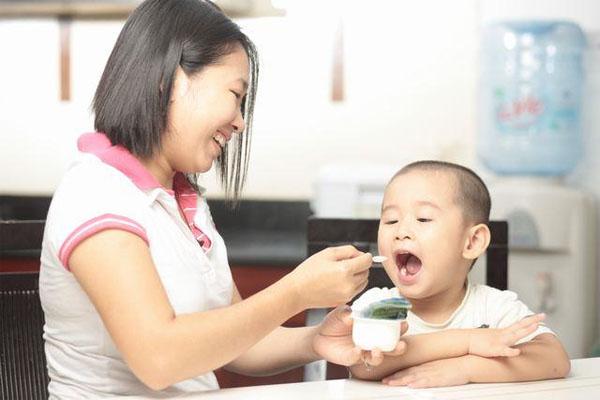 Hướng dẫn mẹ cách cho trẻ ăn sữa chua khoa học nhất - Ảnh 4