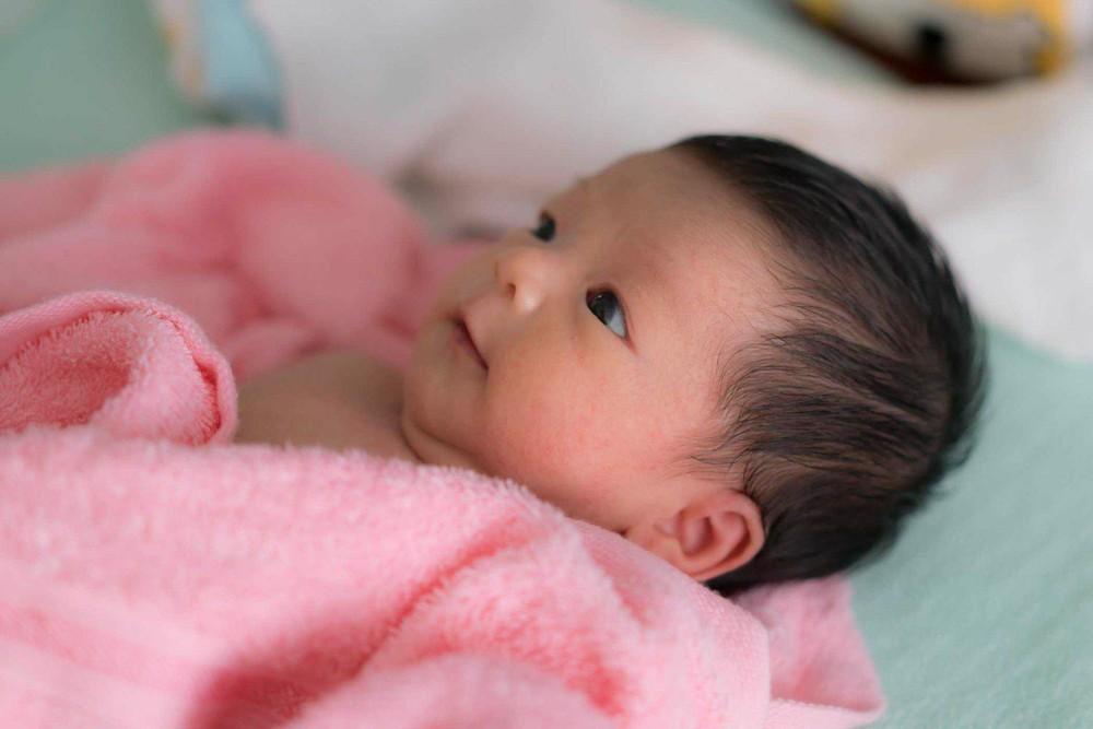 Trẻ sơ sinh 2 tháng tuổi thở khò khè: Nguyên nhân và cách chăm sóc tại nhà - Ảnh 1