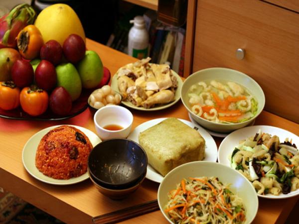 Chế độ ăn ngày Tết cho bé khỏe mạnh - Ảnh 1