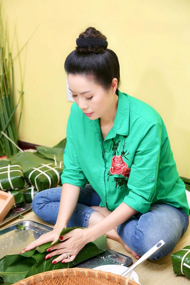 Ngô Thanh Vân, Angela Phương Trinh tất bật gói bánh chưng, bánh tét đón Tết - Ảnh 5