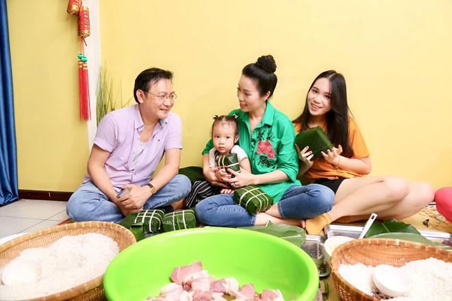Ngô Thanh Vân, Angela Phương Trinh tất bật gói bánh chưng, bánh tét đón Tết - Ảnh 6