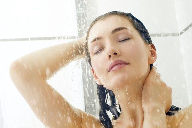 Tắm nước lạnh sau khi sex dễ gây nhiều hậu quả khó lường