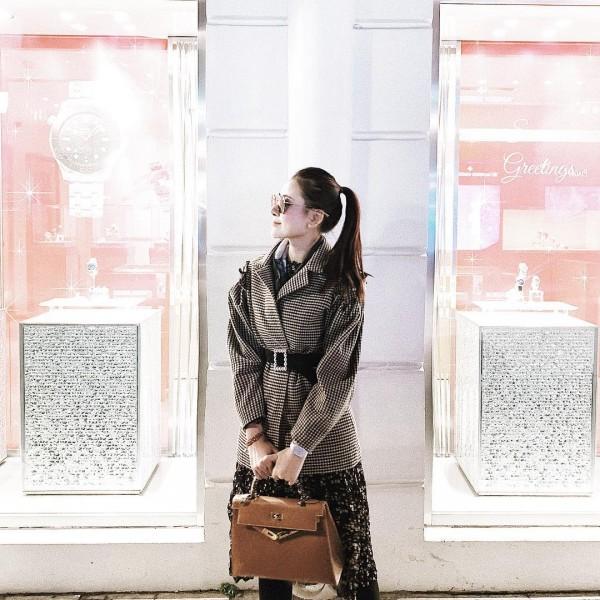 Sao Việt nổi bật với street style cuối năm: Mai Phương Thúy khoe chân dài với mốt giấu quần, Hà Tăng đẳng cấp khi diện maxi - Ảnh 1
