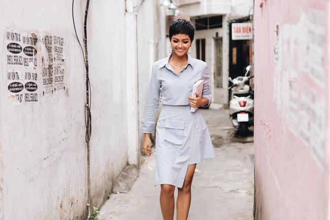 Sao Việt nổi bật với street style cuối năm: Mai Phương Thúy khoe chân dài với mốt giấu quần, Hà Tăng đẳng cấp khi diện maxi - Ảnh 4