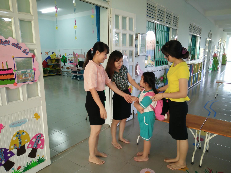 Chuyên gia hướng dẫn cha mẹ chuẩn bị tâm lý, kỹ năng và dinh dưỡng cho trẻ khi đi học - Ảnh 3