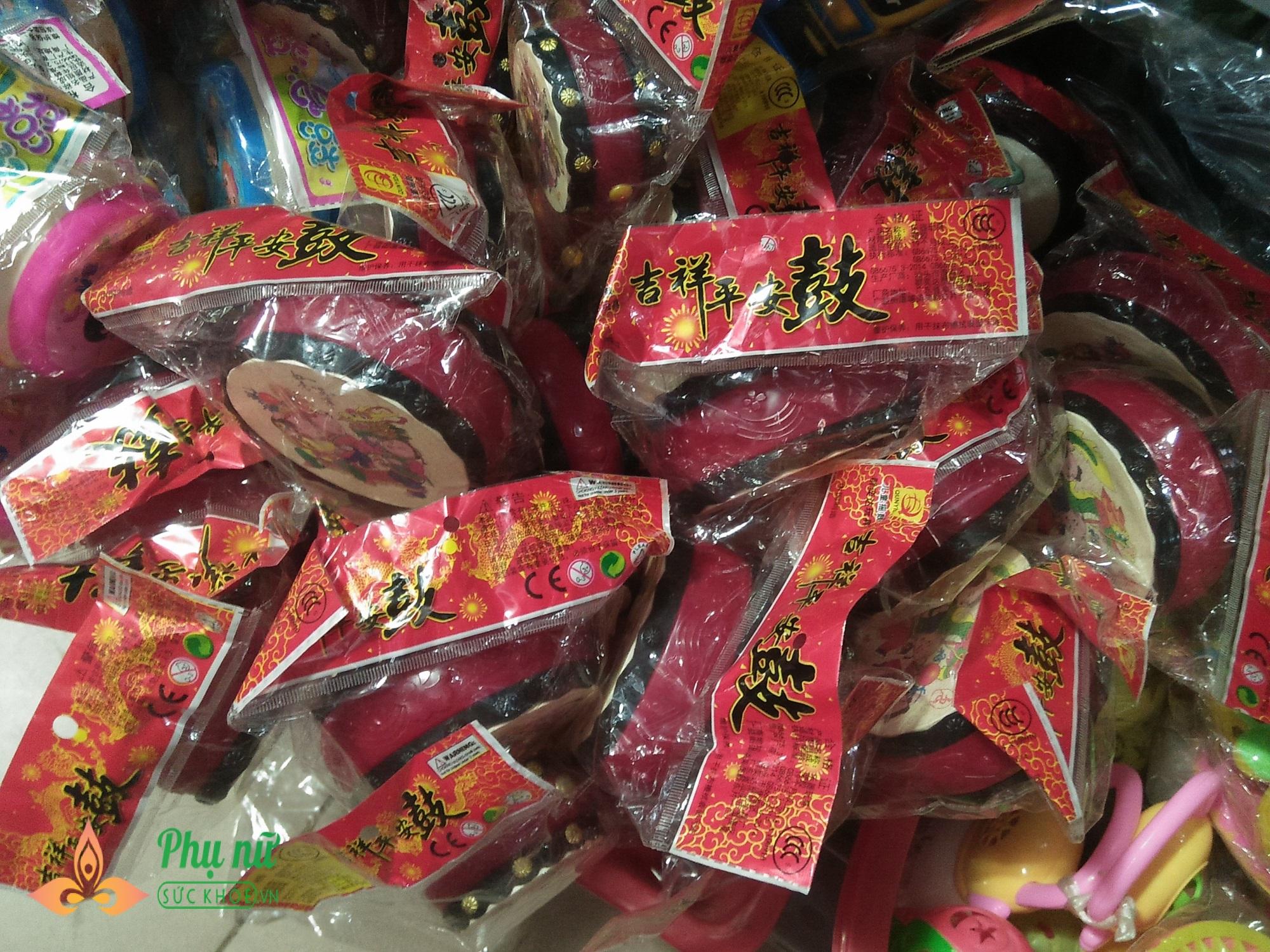 Cha mẹ lo ngại khi mặt nạ lông lá, rùng rợn bán nhan nhản chợ đồ chơi Trung thu - Ảnh 4