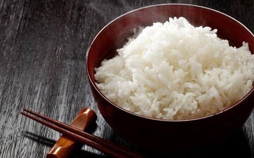 5 sai lầm khi ăn cơm cực kì tai hại nhiều người mắc phải - Ảnh 1