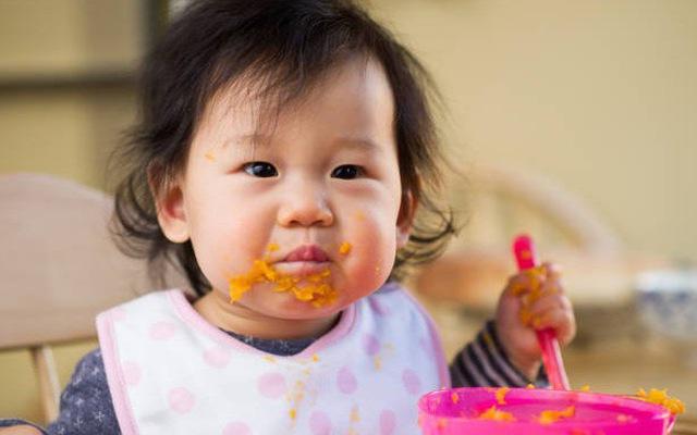Để trẻ đói, trẻ sẽ tự ăn? - Ảnh 1