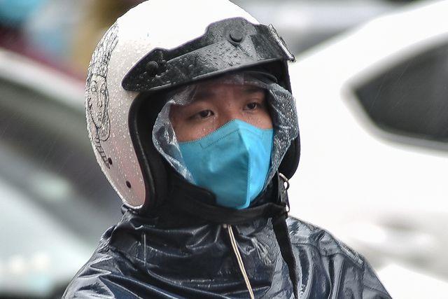 Hà Nội: Tắc đường nghiêm trọng do mưa bão số 2, người dân vật vã di chuyển - Ảnh 6