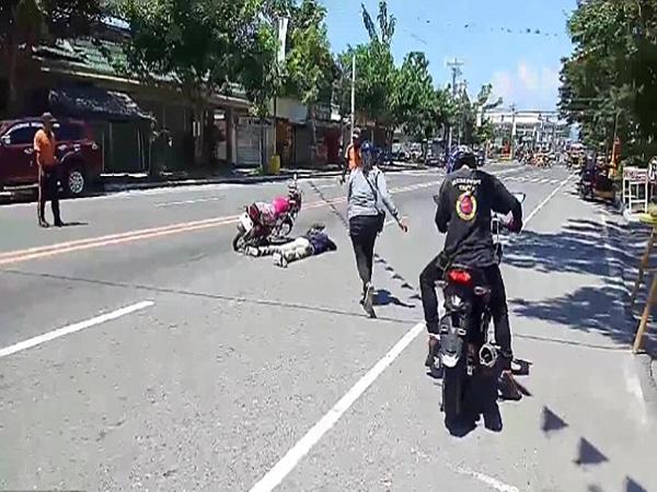 Chàng trai giả bị tai nạn chết giữa đường để cầu hôn bạn gái