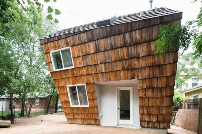 Ngôi nhà 'tổ ong' nghiêng như sắp đổ vẫn đẹp long lanh - Ảnh 2