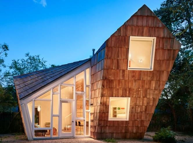 Ngôi nhà 'tổ ong' nghiêng như sắp đổ vẫn đẹp long lanh - Ảnh 1