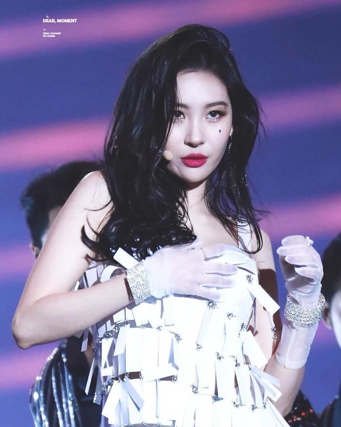 Top 3 nữ Idol có phong cách thời trang lập dị nhất Kpop - Ảnh 15