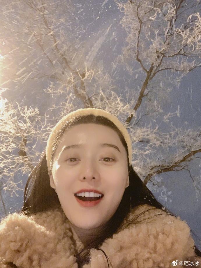 Phạm Băng Băng khoe ảnh selfie nhưng khiến người hâm mộ hoang mang vì điều này - Ảnh 4
