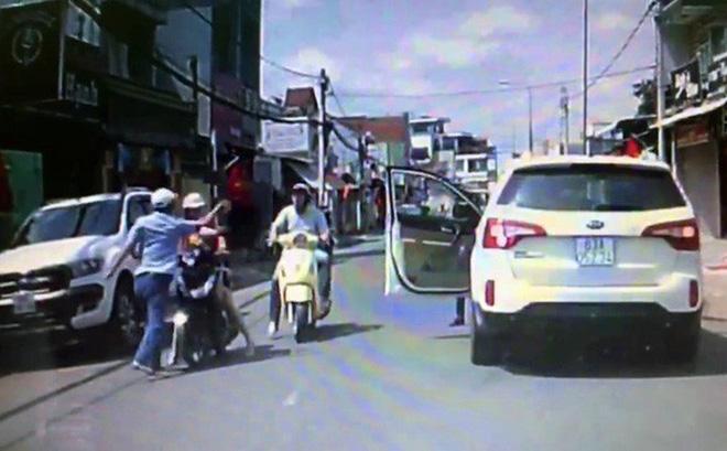 Công an truy tìm tài xế đánh phụ nữ giữa đường vào mùng 1 Tết - Ảnh 1