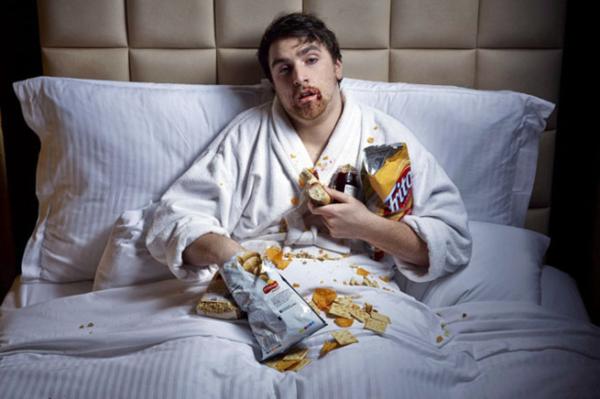 Tại sao bạn buồn ngủ sau khi ăn - Ảnh 1