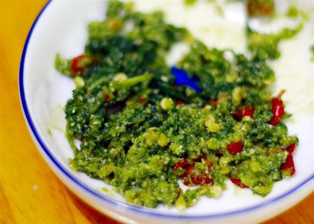 Ngán cơm, học ngay cách nấu lẩu gà lá é đổi vị bữa ăn - Ảnh 4