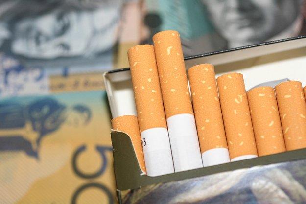 Muôn vàn khó khăn trong việc giảm tỉ lệ người hút thuốc lá - Ảnh 3