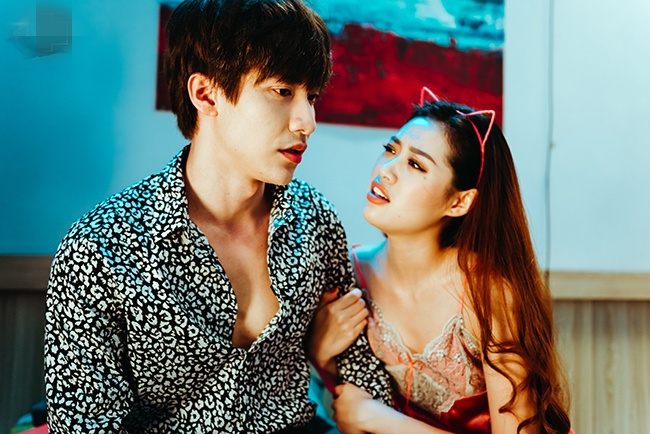 Hoa hậu Khánh Vân không ngại mặc hở trên phim - Ảnh 6
