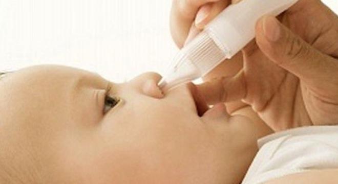 Vệ sinh mũi cho trẻ thế nào mới đúng? - Ảnh 1