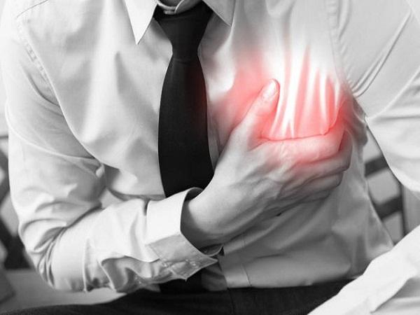 Các bệnh về tim mạch hoặc những cơn đau tim có thể do thói quen ăn đêm gây ra