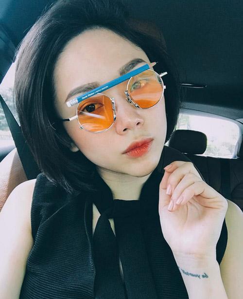 Hà Tăng, Tóc Tiên… cùng loạt sao Việt đọ 'độ chịu chơi' với mắt kính thời trang độc lạ - Ảnh 1