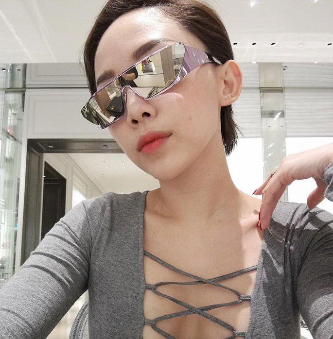 Hà Tăng, Tóc Tiên… cùng loạt sao Việt đọ 'độ chịu chơi' với mắt kính thời trang độc lạ - Ảnh 6