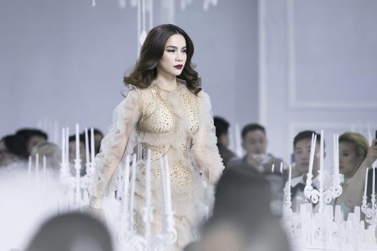Diện váy xuyên thấu lộ nội y 'quá bạo', Hồ Ngọc Hà bị chê phản cảm trong show của Lý Quí Khánh - Ảnh 4