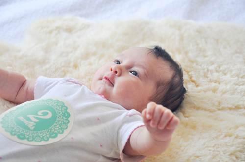 Chăm sóc trẻ sơ sinh 2 tháng tuổi cha mẹ cần ghi nhớ 7 lưu ý quan trọng này  - Ảnh 1