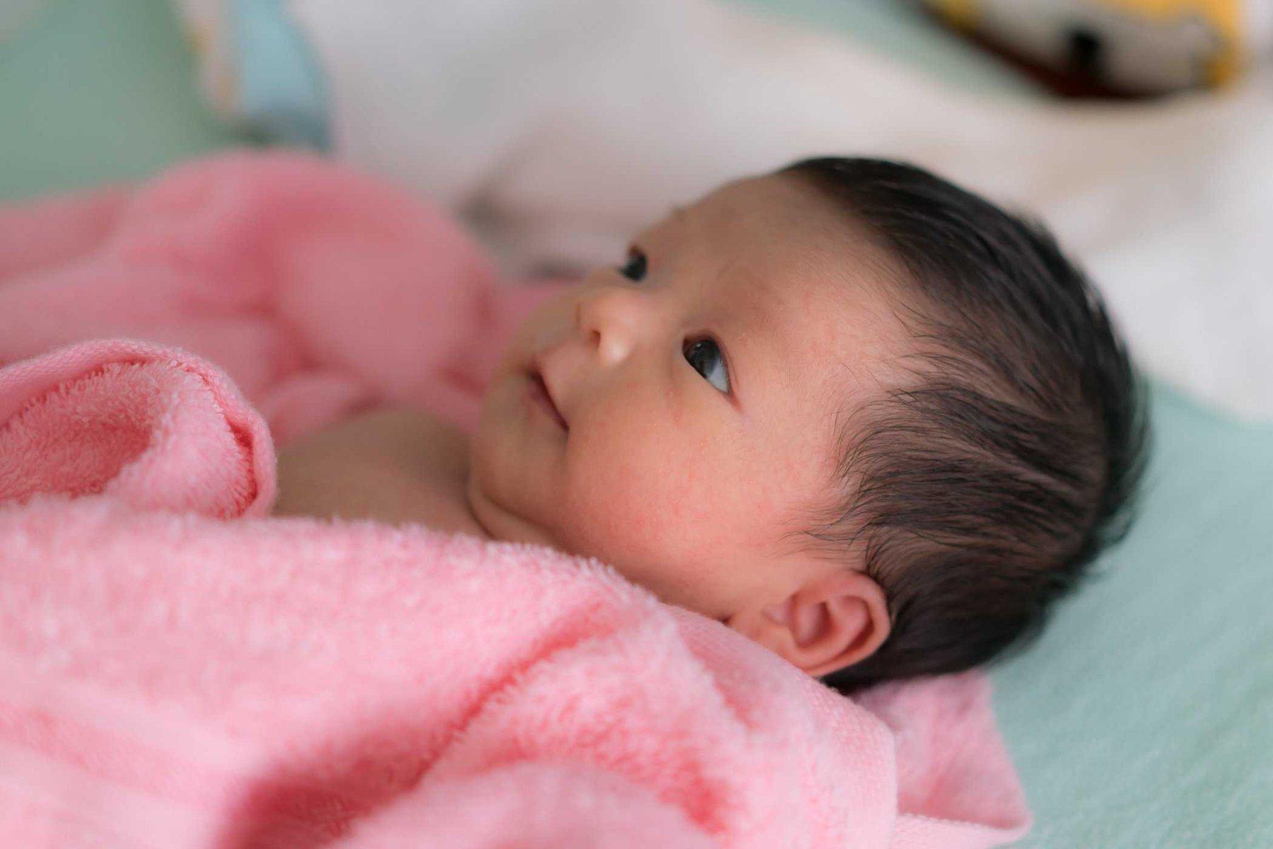 Chăm sóc trẻ sơ sinh 2 tháng tuổi cha mẹ cần ghi nhớ 7 lưu ý quan trọng này  - Ảnh 4