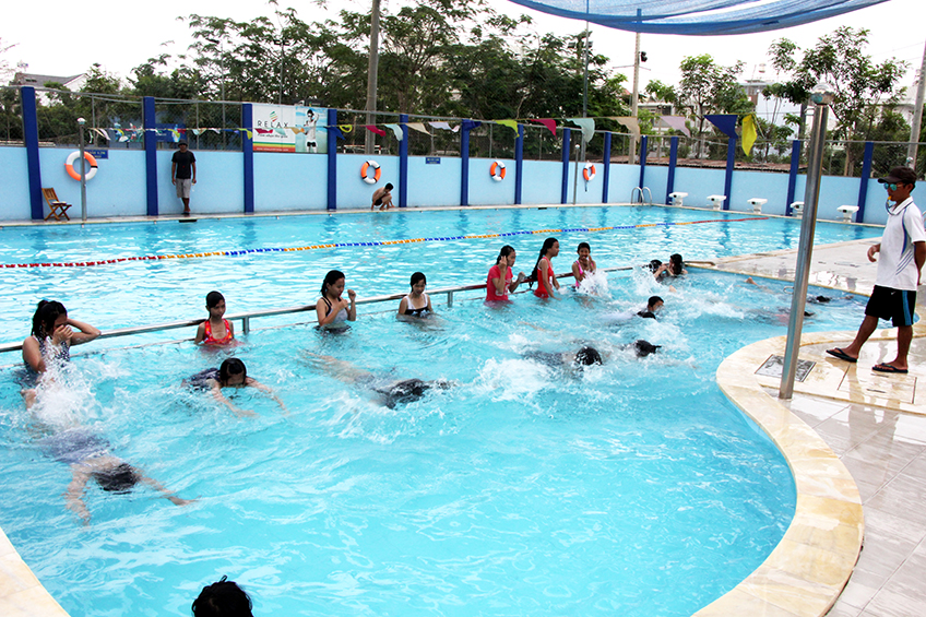 Cho trẻ học bơi vào mùa hè, cha mẹ cần chú ý những điều này để bảo vệ con - Ảnh 2