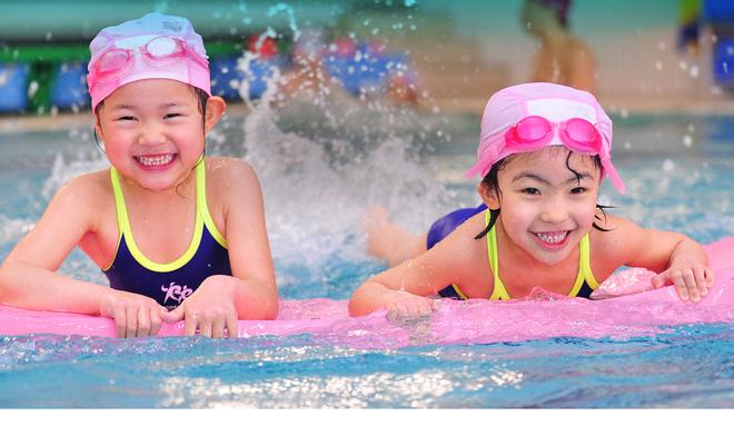 Cho trẻ học bơi vào mùa hè, cha mẹ cần chú ý những điều này để bảo vệ con - Ảnh 3