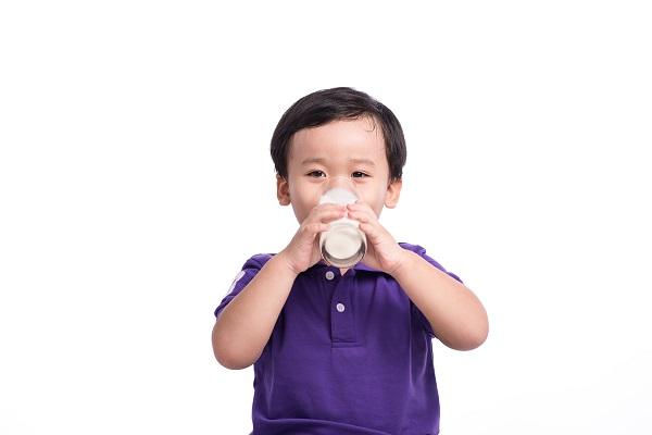 Chuyên gia giải đáp: Trẻ 1 tuổi nên uống sữa tươi loại gì? - Ảnh 3