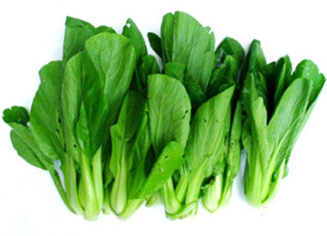 5 loại rau củ nhiễm nhiều thuốc trừ sâu bà bầu cần thận trọng khi ăn - Ảnh 1